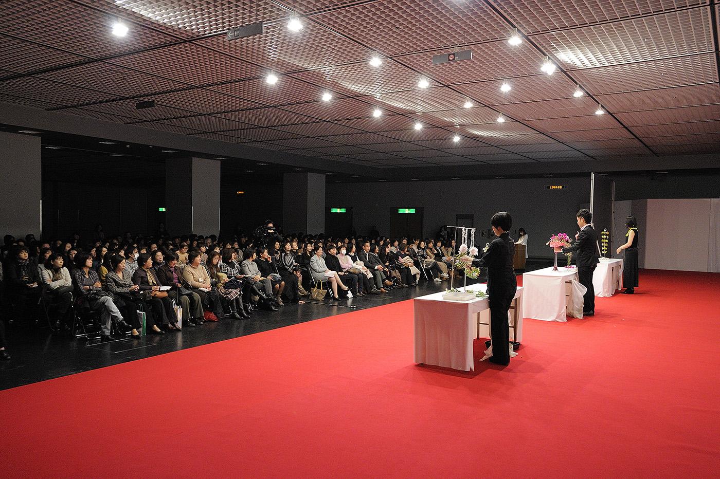 「日本フラワーデザイン大賞2011」でのデモンストレーション風景