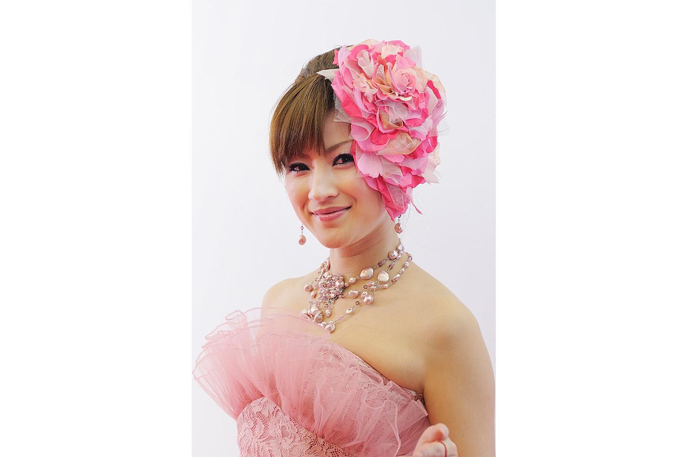 「日本フラワーデザイン大賞2011」でのピンクを基調としたヘッドドレス