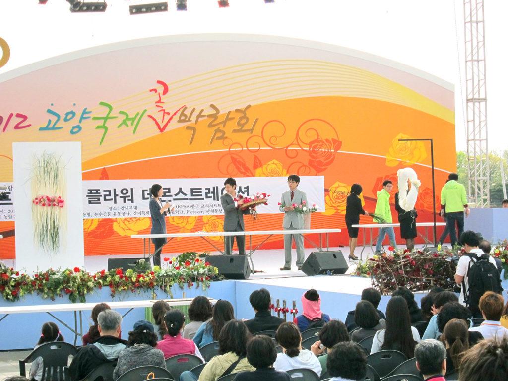 「2012高陽国際花博覧会」今野亮平によるプリザーブドフラワーのデモンストレーション風景